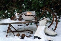 Scandinavian Christmas decoration via emmas designblogg (Schlitten)
