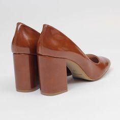 Un salón atemporal. Este zapato combinalo clásico con la última tendencia. Diseñados para dar un toque elegante a tu look del día a día, o para complementar u