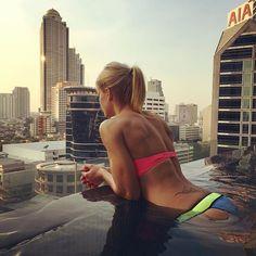 A wonderful view from 14th floor pool  over the city. Enjoy it with me ! • Einmal baden bitte  - aber nur wenn die Haare trocken bleiben . Gruß!