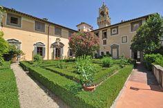 Offerte per Capodanno in Toscana.  Dimora di lusso vicino Firenze con  127 posti letto, 72  camere, 54 bagni.