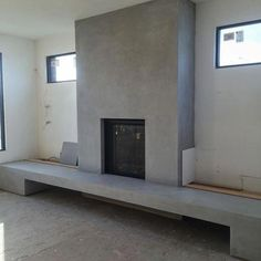 Latest Photo plaster Fireplace Makeover Thoughts There are a lot of interesting fire renovate tips and when you are interested in the top versions that may suit your res Stucco Fireplace, Concrete Fireplace, Farmhouse Fireplace, Fireplace Hearth, Fireplace Remodel, Modern Fireplace, Fireplace Mantle, Living Room With Fireplace, Fireplace Surrounds