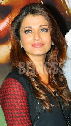 Aishwarya Rai Young, Aishwarya Rai Pictures, Aishwarya Rai Photo, Actress Aishwarya Rai, Aishwarya Rai Bachchan, Indian Bollywood Actress, Indian Actresses, World Most Beautiful Woman, Kareena Kapoor Khan
