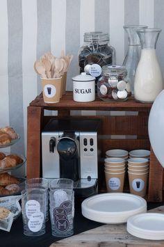 MATEO CUMPLE DOS Caffe Bar, Coffee Bar Party, Design Café, Design Ideas, Coffee Bar Design, Coffee Bars In Kitchen, Kitchen Small, Birthday Breakfast, Coffee Corner