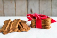 Great holiday treat! Gingerbread dog biscuits by Comfy Belly