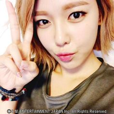 SNSD SooYoung greets fans with her lovely SelCa picture