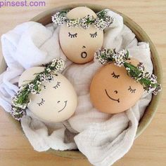 Easter table decorations – Easter table – Easter table settings – Easter inspiration – Easter t Easter Egg Crafts, Easter Bunny, Easter Eggs, Easter Decor, Easter Centerpiece, Bunny Crafts, Easter Table, Easter Party, Easter Gift