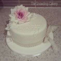 vintage rose  Cake by thesnowdropcakery
