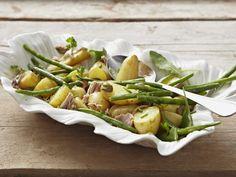 Kartoffel-Thunfisch-Salat mit grünen Bohnen ist ein Rezept mit frischen Zutaten aus der Kategorie Gemüsesalat. Probieren Sie dieses und weitere Rezepte von EAT SMARTER!