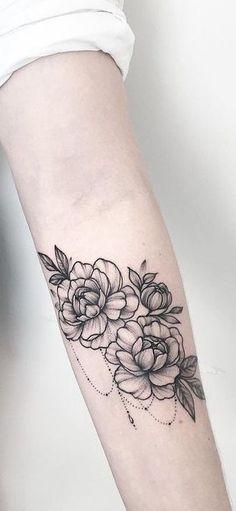 Delicately Draped – Stunning Floral Tattoos That Are Beautifully Soft And Femini… Tattoo - tattoo feminina Leg Tattoos, Flower Tattoos, Body Art Tattoos, Tribal Tattoos, Celtic Tattoos, Tatoos, Tattoo Floral, Marigold Tattoo, Trendy Tattoos