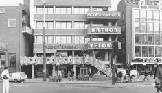 1980 Grote Markt 28, kantoor- en winkelcomplex , met Naberpassage en trap van Jan van der Zee