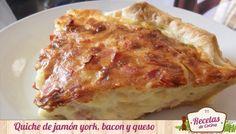Quiche de jamón york, queso y bacon, receta que os encantará -  Hoy os presento como último plato del mes, esta riquísima Quiche de jamón york, queso y bacon. Es una receta muy sencilla y rápida de hacer y, como es un plato que se come templado o frío, la podéis hacer de una día para otro. Yo he utilizado estos ingredientes como base, pero podéis... - http://www.lasrecetascocina.com/2013/05/31/quiche-de-jamon-york-queso-y-bacon-receta-que-os-encantara/