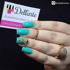 Jóia de unha linda da parceira @dellartepeliculas 😍  O esmatinho é da @missroseoficial 💅🏻 •Compras pelo site: 💻www.dellartepeliculas.com.br •Frete Fixo: R$5,00 para todo o Brasil •Compras acima de R$30,00 frete grátis  10% de desconto usando o cupom 🌸PEROLAFEMININA🌸  #blogger #bloggers #fashion #fashionbloggers #nails #nailpolish #nails2inspire #deesmalte #dicasdeunhasbr #viciadaemvidrinhos #esmalte #esmaltes #esmaltedasemana #esmaltedodia #unha #unhas #unhasdecoradas #unhasperfeitas…