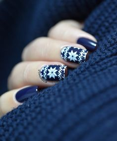 Nailstorming - GLAGLAGLA - Christmas sweater nails - MoYou Festive 04