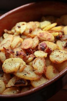 Octoberfest German Style Fried Potatoes with bacon and onion. No need to wait fo. Octoberfest German Style Fried Potatoes with bacon and onion. No need to wait for October to eat this! It& so simple and looks delicious! Potato Dishes, Food Dishes, Main Dishes, German Side Dishes, Potato Food, Potato Onion, Vegetable Side Dishes, Vegetable Recipes, German Fried Potatoes