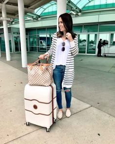 10 looks cómodos para viajar - estilo casual - estilo urbano - estilo clasico - estilo natural - estilo boho - moda estilo - estilo femenino Classy Outfits, Chic Outfits, Summer Outfits, Fashion Outfits, Work Outfits, Fashion Capsule, Womens Fashion, Cute Travel Outfits, Travel Attire