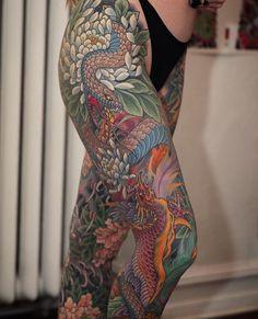 Tatuaje japonés de pierna completa