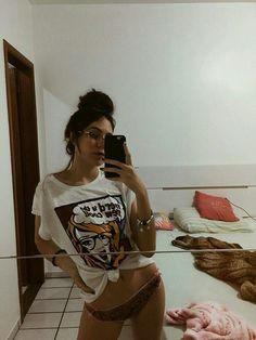Bad Girl Aesthetic, Aesthetic Grunge, Selfie Poses, Selfies, Foto Casual, Photos Tumblr, Dangerous Woman, Tumblr Girls, 90s Tumblr