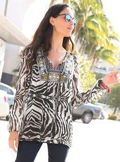 Blusa mujer de manga larga delantero con bordado y borlas
