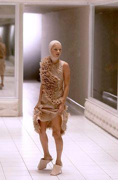 Alexander McQueen, Voss, Spring-Summer 2001, Kate Moss, London.