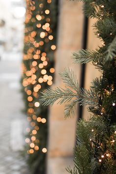 Are you looking for inspiration for christmas pictures?Check this out for very best Christmas inspiration.May the season bring you peace. Wallpaper Natal, Xmas Wallpaper, Winter Wallpaper, Iphone Wallpaper, Days Until Christmas, Christmas Mood, Christmas Tumblr, Xmas Holidays, Christmas Quotes