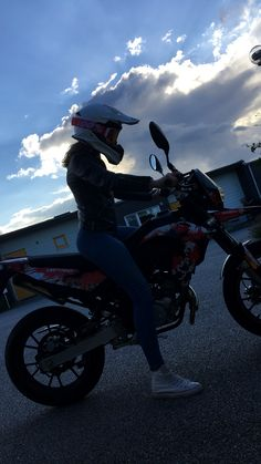 (notitle) - G a a l s - - - - Auto und Mädchen - Motos Dirt Bike Girl, Girl Bike, Fille Et Dirt Bike, Baby Bike, Motorbike Girl, Motorcycle Bike, Motorcycle Photography, Cafe Racer Build, Girly Pictures