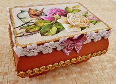 Edles Holzkästchen mit Rosen und Schmetterling von Schmucktruhe, €18.50