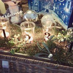 Three candles, third advent Sunday 🕯✨🕯✨🕯✨ #adventtisunnuntai #adventsunday #13daysuntilchristmas #christmascountdown2016 #christmasiscoming #joulutulee #nannantyyliin #rusticrattan #rivieramaison #rottinki #ornaments #pine #white #berries #trayarrangment