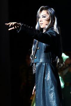 写真:「エリザベート」公演から、トート役の明日海りお=撮影・岸隆子