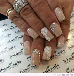 Botanic nails nude, flowers, diamonds