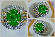 Natural Fresh Green Emerald Colombia - EM 067.  Code:EM 067 Nama:ZAMBRUD Asal/Origin:Colombia Berat Batu:est 4.5 ct Berat Total:9.5 gr Size/Ukuran:10.6 x 8.8 x 4.2 mm