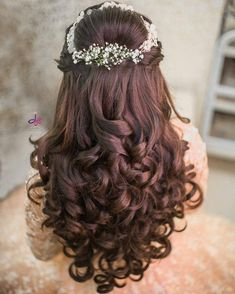 Hair Toppers are a new product in India and one that most women don't fully understand. What's the most important question to answer when considering hair toppers in India is what area of your hair… Bridal Hair Buns, Bridal Hairdo, Hairdo Wedding, Bridal Hairstyle For Reception, Bridal Hairstyle Indian Wedding, Engagement Hairstyles, Wedding Hairstyles For Long Hair, Indian Hairstyles, Bun Hairstyles
