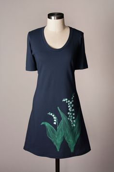 The returning glossy green leaves of the Lily of the Valley are a harbinger of Spring, but our casual dress is a harbinger of picnicking! Use it as a bathing suit cover up, or belt it for a stroll dow