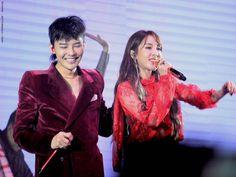 #MOTTEinManila - 'Hello' Stage | DaraGon Vip Bigbang, Jiyong, 2ne1, Hanging Out, Red Velvet, Leather Jacket, Kpop, Celebrities, Stage