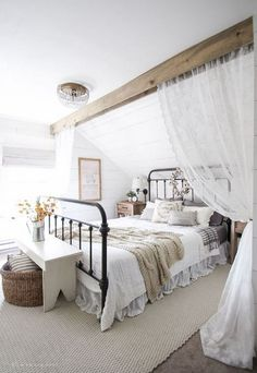 40 remarkable Farmhouse Rustic Style Bedroom Decorating Ideas - Page 16 of 44 Modern Farmhouse Bedroom, Farmhouse Style Kitchen, Modern Bedroom, Farmhouse Decor, Urban Farmhouse, Farmhouse Ideas, Farmhouse Design, Bedroom Country, Country Farmhouse