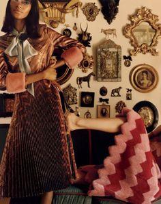HOUSE ON FIRE Alessandro Michele. le nouveau directeur artistique de Gucci, et les modèles Tami Williams & amp; Mica Arganaraz pour le numéro de Juillet 2015 de Vogue US. Photographe: Jamie Hawkesworth Styliste: Camilla Nickerson.