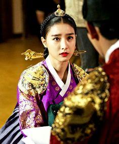 Korean Hanbok, Korean Dress, Korean Traditional, Traditional Dresses, Dong Yi, Beautiful Costumes, Historical Costume, Korean Actors, Asian Beauty