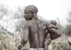 Africa | Mukubal Father With His Child, Virie Area, Angola | © Eric Lafforgue