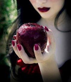 """""""...Eu quero suas fantasias  Eu quero suas energias  Eu quero ver suas mãos  Eu quero me afogar em aplausos..."""""""