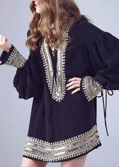 Абсолютный гламур 70-х — голливудский шик и декаданс: кружевные платья и юбки в несколько ярусов, комбинации из шелка, натуральный мех и твид, милитари и клёш, тюрбаны ибереты из шерсти, — всё это е…