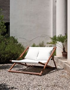 Luxurious white deckchair - roomy enough for two people! Perfect for sunny days.