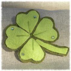 Quadrifoglio portachiavi, ciondolo auto, ciondolo borsa on blomming.com #stpatrickday #irlanda #sanpatrizio