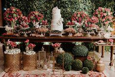 Casamento de quinta feira véspera de feriado no Pipo Restaurante. Bolo da @analugourmet doces da @carolchocolates bem casados da… Rustic Wedding Showers, Wedding Shower Decorations, Table Decorations, Sweet Table Wedding, Enchanted Forest Wedding, Cake Table, Boho Wedding, Wedding Styles, Bridal Shower