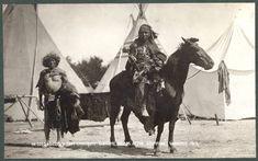 Черноногие, Виннипег. 1913 год. No Good Horses (стоит) и Tom Chiniquay (верхом).