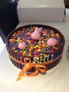 Pigs wallowing in Smarties Cake with Kit Kats Cute Cakes, Yummy Cakes, Smarties Cake, Pig Birthday, Birthday Ideas, Birthday Parties, Novelty Birthday Cakes, New Cake, Peppa Pig
