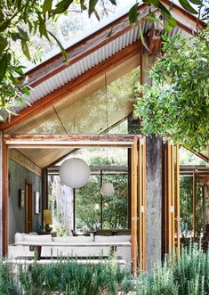 The supremely photogenic living quarters of Melbourne stylist and decorator Lynda Gardener. Garage Design, Exterior Design, House Design, Beautiful Hotels, Beautiful Interiors, Alex Kennedy, Bali House, Mid Century Exterior, Mark Smith