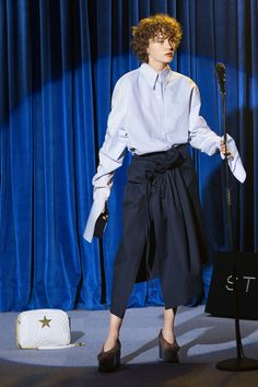 Sfilata Stella McCartney New York - Pre-collezioni Primavera Estate 2018 - Vogue Foto Fashion, Fashion 2018, Fashion Week, Girl Fashion, Womens Fashion, Fashion Design, Fashion Trends, Stella Mccartney, Mode Tennis