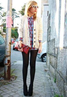 Isabel lleva chaqueta y camiseta de Zara, bolso de Uterqüe, zapatos de Guess.