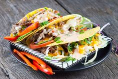 These gruyère and cheddar tacos are so good! With beef, cheese and fresh vegetables. Ready in about half an hour, recipe for two people.