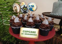 ❥How to Train Your Dragon | Viking Cupcakes & cookies
