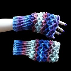 Handmade crochet wrist warmers, cuffs can be worn long or doubled up Colour: multi Total length: 24 cm Cuff length: 10 cm Width: 11 cm Material: 30% wool, 70% acrylic Aftercare: 40°C wash, do not tumble dry, do not iron